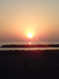 陽は海に沈む