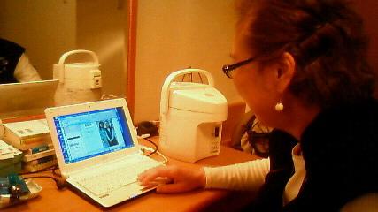 天沼さんのパソコンでblog<br />  チェック