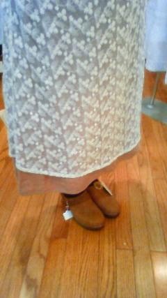 このスカートに合わせよう!