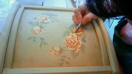 薔薇を描いています
