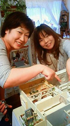 ドールハウスに夢中の2人はFrom<br />  福島!